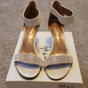 Sz 7 Style & Co Heels